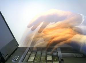 Hände, die schnell schreiben, Stress,