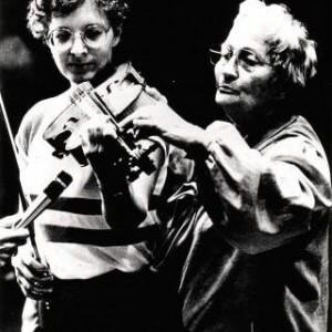 Gerda Alexander mit einer Geigenschülerin
